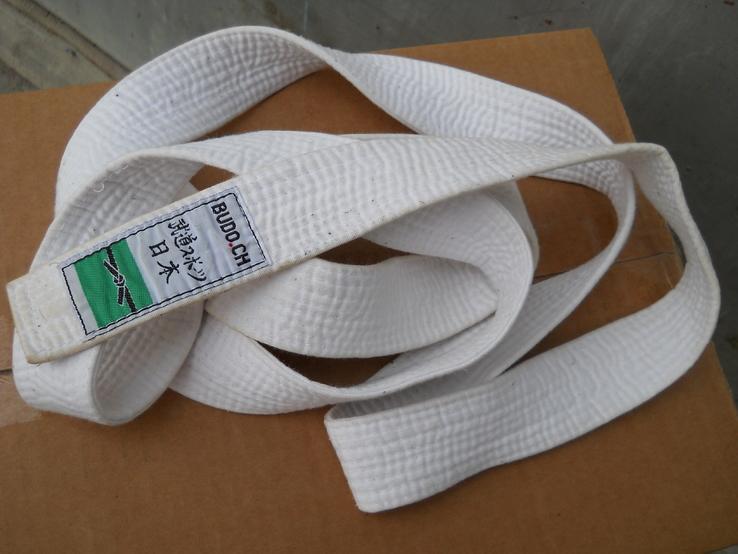 Белый пояс для кимоно.