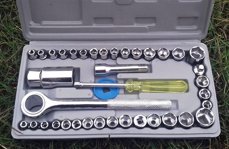 Набор инструментов с трещоткой в чемоданчике