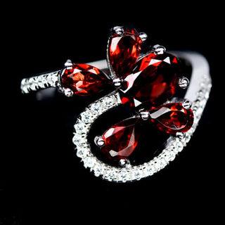 Кольцо серебряное 925 натуральный гранат, цирконий.