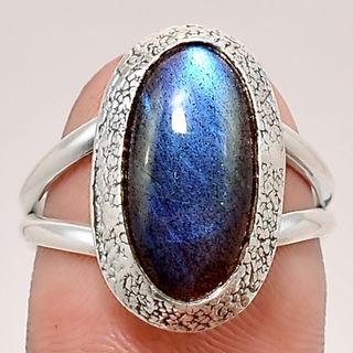 Кольцо серебряное 925 с натуральным синим лабрадоритом.