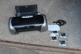 Принтер Epson Stylus Photo R220 + 4 нові касети краски та папір в подарунок