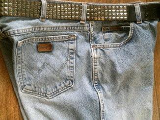Wrangler - фирменные джинсы с ремнем