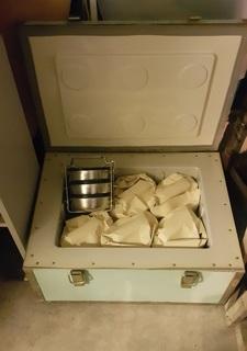 Термоконтейнер для обедов с 6-ю комплектами судков из нержавейки. СССР