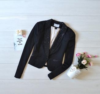 Піджак H&M з красивим оздобленням.