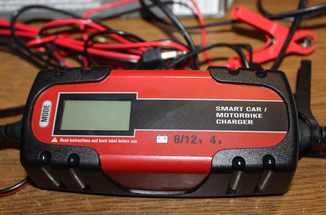 Зарядное устройство Dynamiс 6/12 V, 4 А Германия