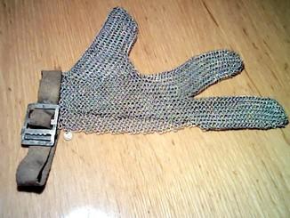Трёхпалая кольчужная перчатка мясника 3М (обрезчика)