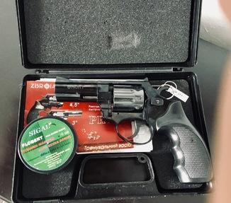 """Револьвер PROFI 3"""" калібру 4 мм тренувальний засіб з документами і в кейсі стан ідеальний"""
